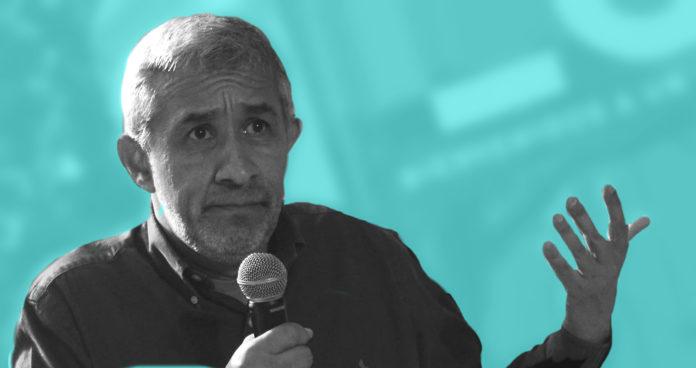 | Víctor De Currea Lugo es médico graduado y en su paso por Médicos Sin Fronteras descubrió que había un mundo allá afuera que necesitaba contar | Por: Alejandro Maldonado