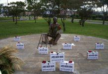 "Monumento al periodista Jaime Garzón Forero en Bogotá en su personaje ""Heriberto de la Calle""."