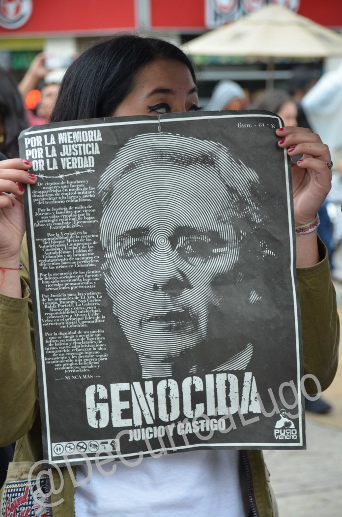 Plantones contra Uribe