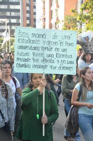 GALERÍA | Postales de la marcha estudiantil 18