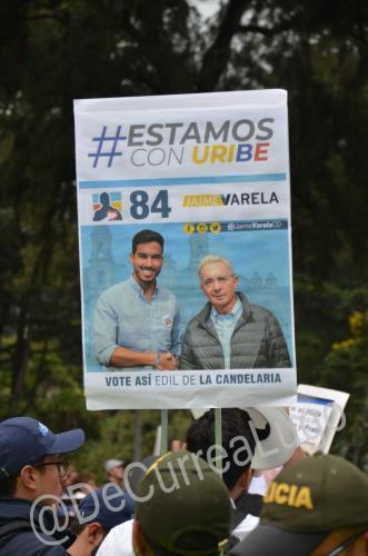 GALERÍA | Plantones a favor y en contra de Uribe 18