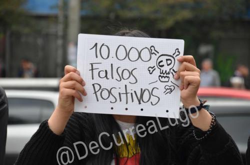 GALERÍA | Plantones a favor y en contra de Uribe 17