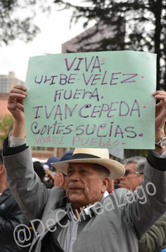 GALERÍA | Plantones a favor y en contra de Uribe 13