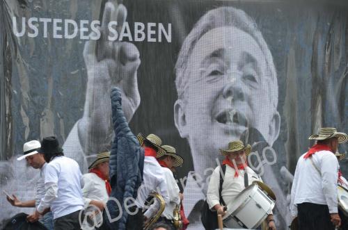 GALERÍA | Plantones a favor y en contra de Uribe 10