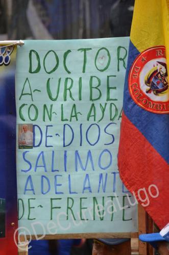 GALERÍA | Plantones a favor y en contra de Uribe 9