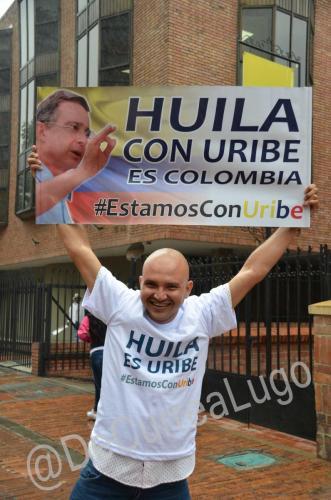GALERÍA | Plantones a favor y en contra de Uribe 8