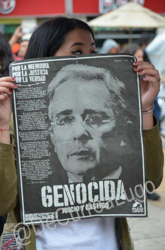 GALERÍA | Plantones a favor y en contra de Uribe 7