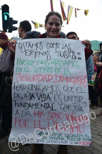 GALERÍA | Plantones a favor y en contra de Uribe 5