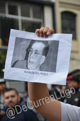 GALERÍA | Plantones a favor y en contra de Uribe 4