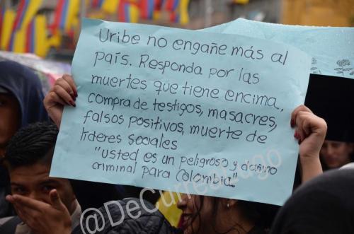 GALERÍA | Plantones a favor y en contra de Uribe 3